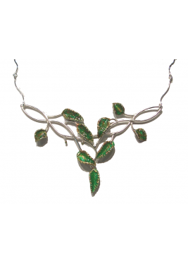Choker chain with small leaves